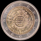 La pièce de monnaie commémorative de l'euro deux a publié par l'Italie en 2012 et célébrant les dix années de l'euro Image stock