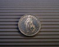 La pièce de monnaie suisse est de deux francs Photographie stock libre de droits