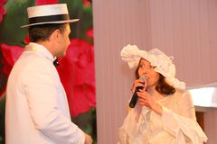 La pièce de musique et de danse avec le rétro thème a exécuté par les acteurs de la troupe du théâtre de variétés de St Petersbur Photo stock
