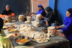 La più grande cucina libera del mondo di Harmandir Sahib (tempio dorato) Fotografia Stock Libera da Diritti