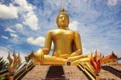 La più grande statua di Buddha in Tailandia è situata a Wat Muang in Angtong Fotografia Stock Libera da Diritti