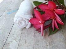 La pi?ce de massage de station thermale accueille des touristes photographie stock