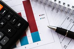 La pianificazione aziendale finanziaria, equilibra il portafoglio di investimento fotografia stock libera da diritti