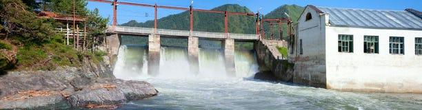 La pianta di forza idroelettrica genera l'elettricità Immagine Stock Libera da Diritti