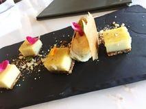 La pianta sana ha basato il dessert della crème-brulée Fotografie Stock