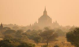 La pianura di Bagan ad alba, Myanmar fotografia stock
