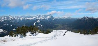 La piattaforma dell'allerta sopra wank la montagna con la vista strabiliante agli zugs Immagine Stock Libera da Diritti