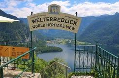 La piattaforma di visualizzazione in Hallstatt con una visualizzazione spettacolare del lago Hallstatter vede, l'Austria, Europa Fotografia Stock