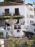 La piazza a Mijas una di villaggi 'bianchi' più bei dell'area del sud della Spagna ha chiamato Andalusia Immagine Stock