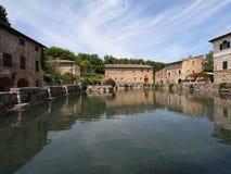 La piazza principale di Bagno Vignoni, Toscana   Fotografia Stock