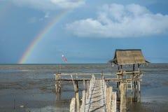 La piccola baracca con l'arcobaleno Fotografia Stock