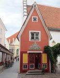 La piccola Camera rossa a Tallinn immagine stock
