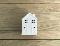 La piccola Casa Bianca in foto di legno delle plance fotografia stock
