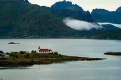 La piccola chiesa sulla riva Fotografie Stock
