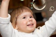 La piccola ragazza in una stanza Fotografia Stock Libera da Diritti