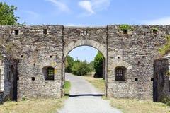 La piedra arquea la entrada del castillo fortificado Imagen de archivo