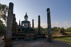 La piedra blanca Buda de Wat Maha That imagen de archivo
