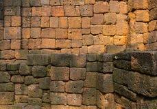 La piedra de la pared del castillo de piedra en Meuang canta el parque histórico fotografía de archivo libre de regalías