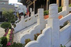 La piedra del mármol del blanco camina y la talla de piedra del dragón de la nube del templo del chenghuangmiao de xian, adobe rg Imagen de archivo libre de regalías