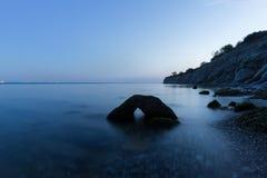 La piedra en el mar Imagenes de archivo