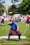 La piedra puso disciplina en los juegos escoceses de la montaña foto de archivo libre de regalías