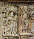 La piedra talló alivio de bas erótico en templo hindú en Khajuraho, la India Fotos de archivo libres de regalías