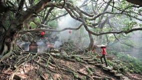 La piedra vieja hizo el templo en Miaoli, Taiwán almacen de metraje de vídeo