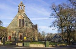 La pierre antique a construit la cour d'église presbytérienne et l'église dans le village du comté vers le bas de la station ther Photographie stock