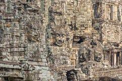 La pierre de sourire fait face du temple de Bayon à Angkor Thom au Cambodge photographie stock