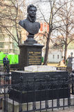 La pierre tombale est un buste de Denis Davydov sur sa tombe dans le couvent de Novodevichy La ville de Moscou Photos libres de droits