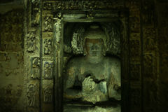 La pietra antica della caverna ha scolpito la scultura alle caverne di Ajanta fotografie stock libere da diritti