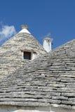 La pietra coned i rooves delle case di trulli fotografia stock libera da diritti