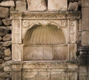 La pietra ha fatto l'altare medievale con le iscrizioni latine Immagine Stock Libera da Diritti