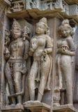 La pietra ha scolpito il bassorilievo erotico in tempio indù in Khajuraho, India Fotografie Stock