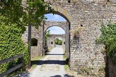 La pietra incurva l'entrata del castello fortificato Fotografia Stock