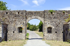 La pietra incurva l'entrata del castello fortificato Immagine Stock
