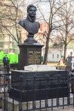 La pietra tombale è un busto di Denis Davydov sulla sua tomba nel convento di Novodevichy La città di Mosca fotografie stock libere da diritti