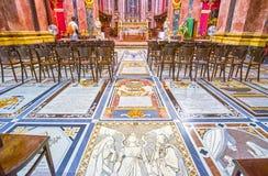 La pietra tombale variopinta nella cattedrale di Mdina, Malta fotografia stock libera da diritti