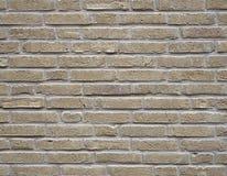 La pieza de la pared de ladrillo amarilla de la nata con el cemento articula Fotografía de archivo