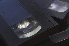 La pila de cintas de video negras de la cinta de VHS se cierra para arriba Fotografía de archivo libre de regalías