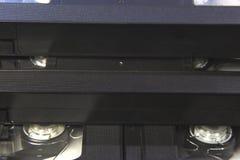 La pila de cintas de video negras de la cinta de VHS se cierra para arriba Imágenes de archivo libres de regalías