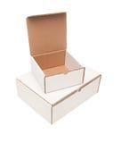 La pila de los rectángulos blancos en blanco de Carboard, remata abierto Imagen de archivo