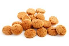 La pila de pepernoten el caramelo holandés típico para el evento de Sinterklaas adentro Fotos de archivo