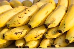 La pila di banane si chiude su Fotografia Stock Libera da Diritti