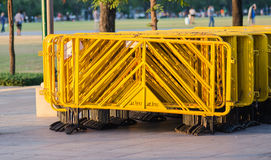 La pila di barriere gialle Fotografia Stock