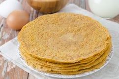 La pila di crepes ha prodotto la farina di cereale del ââof Fotografia Stock Libera da Diritti