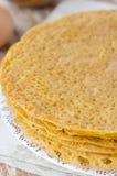La pila di crepes ha prodotto la farina di cereale del ââof Immagini Stock