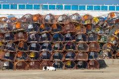 La pila di nasse per granchi è porto di Essaouira Immagine Stock