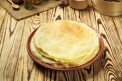 La pila di pancake, i pancake di una pianura, prima colazione, fa un spuntino Pancake D Fotografia Stock Libera da Diritti