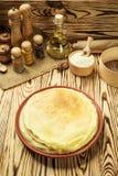 La pila di pancake, i pancake di una pianura, prima colazione, fa un spuntino Pancake D Immagine Stock Libera da Diritti